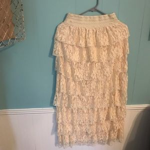 NWOT Beautiful Cream Ruffle Lace Skirt
